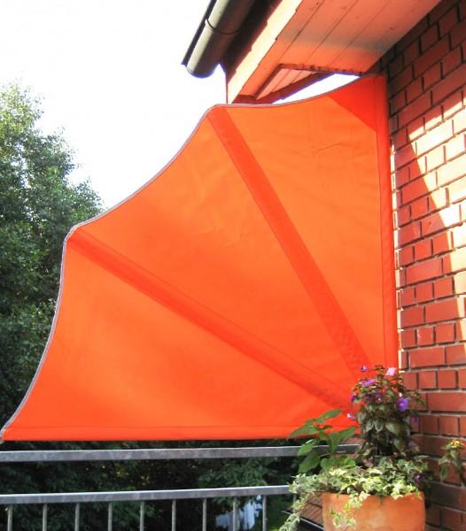 Balkonfächer orange mit einer Schutzhaube