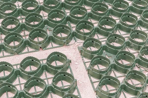 Rasengitter GS Pro 45 (ein Stück = 0,24 m²) versandkostenfrei - hochfeste Rasenwaben